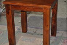 Stoły / Oferujemy Państwu bardzo piękne kolonialne stoły,które wykonane są ręcznie  z egzotycznego drewna-palisandru indyjskiego.  Masywne nogi i blat sprawiają,że stół bardzo dobrze pasuje do wspóczesnych wnętrz.  Praktyczna rozkładana konstrukcja sprawia,że jest to idealny stół dla osób ceniących sobie rodzinną atmosferę.  Nasze stoły wykonane są przez najlepszych indyjskich stolarzy, którzy w swoją pracę wkładają wiele serca, aby zadowolić klientów.