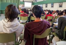 """""""Como participar en la comunidad digital Vivir y sentir la Alhambra"""" / Fotos de las charlas en las que se informa a los alumnos y profesores de las ventajas de participar en nuestra comunidad digital"""