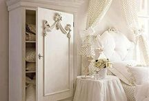 Beautiful furniture / Fairytale living.Soft and feminine.Perfect for me.