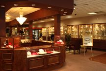 Our Store / For over 50 years Frank Jewelers has focused on attentive and knowledgeable service, superb quality, customer confidence and variety of selection, with the regions largest collection of diamonds, fine jewelry, fine gifts and timepieces.