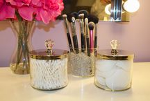 DIY Makeup Brush Holders / #DIY #MakeupBrush Holders are essential for makeup organization.