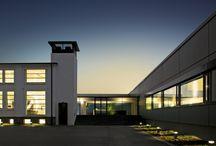 Das COR Haus / CHAIRHOLDER HAT FÜR SIE DAS COR HAUS BESICHTIGT. Es ist eingerichtet: Das COR Haus heißt Willkommen. Auf fast 3.000 qm Ausstellungsfläche mit dem Showroom, der Ausstellung für Objektmöbel und der Sammlung erleben Sie die ganze Welt von COR.