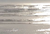 silver and gold sea