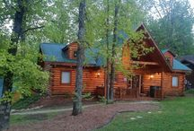 Three Bear Lodge / 2/2 cabin with 2 Kings, 1 pull out couch. Tucked in woods by Big Cedar Lodge, In Branson MO. The perfect getaway.