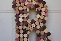 Monogramma con tappi per il vino