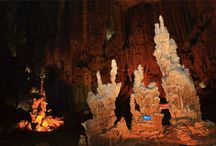 6 Heart-pounding Cave Adventures in China / 6 heart-pounding cave adventures awaits you in China. Let us pack to explore China top 6 most beautiful caves include Zhiji Cave, Hibiscus (Furong) Cave, Yellow Dragon Cave of Zhangjiajie, Tenglong Cave, Snow Jade (Xueyu)Cave and Benxi Water Cave now.
