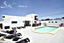 Finca Tiagua -Tinajo - Lanzarote - Spain / Is prepared to accommodate large groups, up to twelve guests or individually in pairs, but is also ideal for groups there is also the Possibility of catering for groups and organization of excursions, activities and workshops.  The Villa has area with barbecue typical Canarian style al fresco dining area and bask in the beautiful landscaped gardens. Inside, there is a communal area with lounge style sofas are arranged reading and chill out area a good WIFI internet access available.