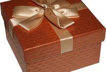 Yüzlerce Farklı Hediye Kutuları İçin Yek Site HediyeKutucu.com / www.hediyekutucu.com da yüzlerce hediye kutusunu bulabilirsiniz. Ahşap Kutu, Deri Kutu, Mücevher Kutusu, Kadife Kutu, Hediye Kutusu, Sevimli Hediye Kutusu
