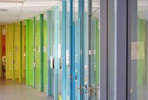 Van der Doelen Architectuur 13 / Nieuwe transparante indeling van lokalen m.b.v. organische vormen en verloop van kleuren van de regenboog.