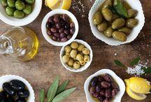 En la cocina con olivas... / ... y aceite de oliva