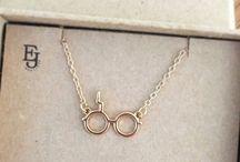 jewelry/accessories / iets elegants, bescheiden, kleins en zilver