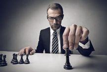 Шахматы / Люди играют в шахматы