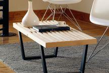 Bancos / Bancos em madeira, capitonês, pés cromados, diversos tecidos e todos assinados por designers internacionais.