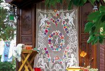 Gipsy fleuris / Ambiance Gipsy,fleuris,broderie,mode,tendance AH16,robes,tuniques,foulards,rouge,noir,vert,brique,prune,violet