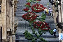 Thousands of Potted Flowers Form a Grand Design on a Staircase in Sicily / Thousands of Potted Flowers Form a Grand Design on a Staircase in Sicily