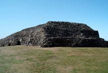 Un peu d'histoire de la pointe de la Bretagne / Des grottes. menez Dragan aux Malamoks des ports bigoudens, 360 000 ans d'histoire en photos