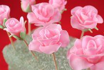 Růže z fondanu