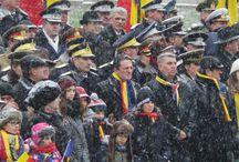 1 Decembrie 2014 / Serviciul Român de Informaţii a participat la parada militară desfăşurată cu ocazia Zilei Naţionale a României. Cu acest prilej, Serviciul Român de Informaţii a prezentat public noile uniforme ale ofiţerilor şi subofiţerilor instituţiei, uniforme pe care aceştia le vor purta începând din anul 2015, când se vor aniversa 25 de ani de la înfiinţarea Serviciului.