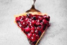 Tartes sucrées / En dessert, rien de tel qu'une bonne tarte sucrée. Tarte aux pommes, tarte aux fraises, tarte au chocolat, tarte au sucre, tarte aux fruits d'été, promis, on vous a sélectionné des tartes sucrées pour tous les goûts.