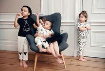 SPROET & SPROUT / SPROET & SPROUT est une marque de vêtements pour bébés et enfants fondée à Rotterdam, aux Pays-Bas en 2013. Bien connue pour ses collections en noir et blanc aux illustrations décalées et ses textes qui donnent le sourire, SPROET & SPROUT ne cesse de nous surprendre. Comment ne pas tomber amoureux de ces t-shirts, bodies et autres pantalons !
