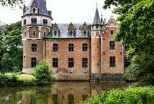 doorheen het domein / Rond het kasteel ligt meer dan 130 ha natuurgebied: Domein de Renesse, Wolfsschot en 's Herenbos. In het park aan het kasteel bevindt zich een prachtige ijskelder onder een heuvel met een prieeltje op de top, een koetshuis en een rentmeesterswoning. Bewonder ook één van de grootste mammoetbomen in België.