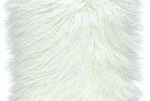 Poduszka dekoracyjna LUMA biały/Faux fur pillow LUMA white / Poduszka dekoracyjna LUMA biały/Faux fur pillow LUMA white
