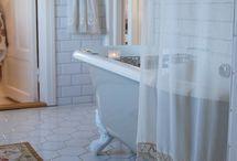 Bathroom Flooring that Inspires / Having trouble finding bathroom flooring solutions? Let these pictures inspire your next bathroom flooring decision.