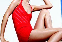 Hot hot heat / Mùa thời trang Xuân - Hè 2013 để lại dấu ấn đặc biệt về những thiết kế tinh giản gợi cảm, thể hiện ở các chi tiết đường xẻ lộ vai thon, vòng eo nhỏ, hay đôi chân dài. Các chất liệu như ren, lụa mỏng... tiếp tục được sử dụng để tạo thêm nét nữ tính cho trang phục. - See more at: http://www.elle.vn/content/hot-hot-heat-0#sthash.X0UkNzjK.dpuf