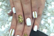 white-collor nails