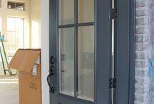 Porte d'entrée et garage