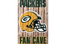 WoMancave / Whoever the football fanatic is in the family, we know you just want to show your dedication to your team. Check out some amazing decor for your Packer room!