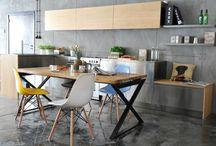Stoły drewniane na zamówienie / Wiele osób uważa, że stół to najważniejszy mebel w domu ponieważ tylko przy nim cała rodzina zbiera się w komplecie. Zobacz nasze designerskie projekty i wybierz ten, który najbardziej pasuje do Twojego domowego ogniska.