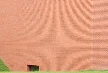 """Vitra Schaudepot / Nuovo deposito a """"microclima controllato"""" realizzato da Herzog & de Meuron, con creazione di un nuovo ingresso nella Fire Station di Zaha Hadid"""