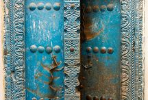 Doors all over the world / by Lynn Hagedorn