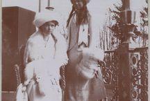 De blanco en el balcón imperial / Olga, Tatiana  y Maria en tonos blancos