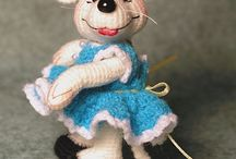 dyr heklet og strikket