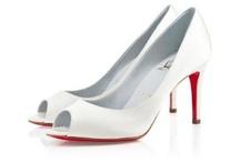 """Mondo Wedding Shoes / Scommetto che ognuna di noi ama le scarpe e ne possiede molte di diversi moldelli ma quando ci troviamo a dover decidere quale scarpa indossare per il nostro matrimonio s'insinua subito il dubbio del modello, tacco, colore, tessuto e da lì nasce la necessità di una ricerca accurata della """"scarpa perfetta""""...http://www.mondowedding.com/2012/09/scarpe-che-passione.html"""