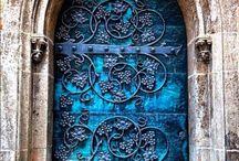 Doors ✨ m.m / Vackra dörrar, fönster osv. Blomstrande, magiska, majestätiska, drömmiga ✨✨