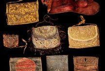 Ruhák, táskák stb