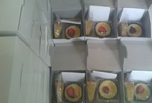 SNACK BOX / Paket Penawaran Snack Box :  Paket A (2 macam kue)  Rp. 8.000,-  Paket B (2 macam kue)  Rp. 10.000,- Paket C (3 macam kue)  Rp. 11.000,- Paket D (3 macam kue)  Rp.13.000,-  Info & Pemesanan : Ibu Rinastutik Jl. Surya Kencana Gg.Kemuning 4 Perumahan Alam Asri Blok D 4 Pamulang Tangerang Selatan HP : 081 216397969 WA : 0859 3973 3662 PIN BB : 7CF729D8 www.dapurasri.blogspot.com