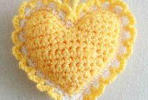 geel gehaakt hartje