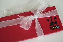 Cajas y estuches personalizados / Cajas y estuches a medida y personalizados para entregar tu regalo de empresa. Regalos de empresa originales. T. 935 315 911 - info@regalosavantgarde.com