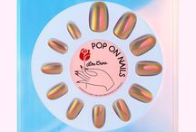 Pop on Nails / Chromatic nails of your dreams in just 10 minutes? True story! Easy pop-on set sparkles and shifts in a opalescent dance while feeling completely natural on your hands. Looks unreal in pictures and IRL. Guaranteed to get you mad attention!