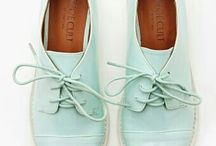Shoes me.  / Shoes that seduce me.