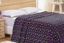 Cobertor e Manta / Uma seleção de cobertores e mantas para te aquecer e ainda deixar a decoração incrível. Escolha a estampa que mais combina com você e com sua cama.