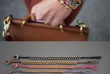 Brasaletes, anillos, aretes y collares