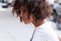 Coupe de cheveux frisés