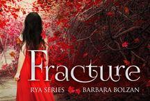 Fracture - 1° Rya Series / Lui che è il capo di un villaggio in lotta contro l'impero, lui che la salva mentre è ferita sulla riva di un fiume. All'inizio di tutto per Rya c'è un uomo... Nemi.  Distopic romance.