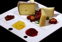 Salumi e formaggi italiani / I migliori formaggi italiani, ognuno con la propria storia e la propria tradizione, vi proponiamo solo il meglio dei prodotti caseari per farvi gustare emozioni uniche in cucina!
