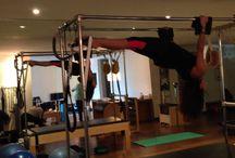 Pilates Marcela Pedraza / Pilates Terapéutico es una alternativa de lograr fuerza y flexibilidad de todo el cuerpo, poniendo énfasis en la lesión o aspecto que requiera de atención especial.  Debe ser dirigido por profesionales de la salud debidamente certificados en pilates.